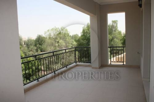 Investor Deal 4 bed villa with Golf Course View Vacant
